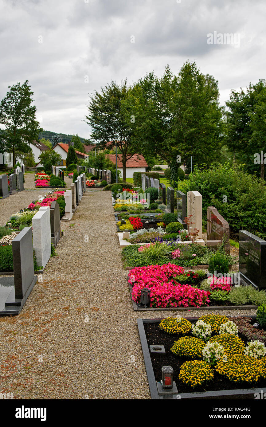 Graves and tombs in the graveyard at St Stephan's Church, Deisenhausen, Bavaria, Germany. - Stock Image