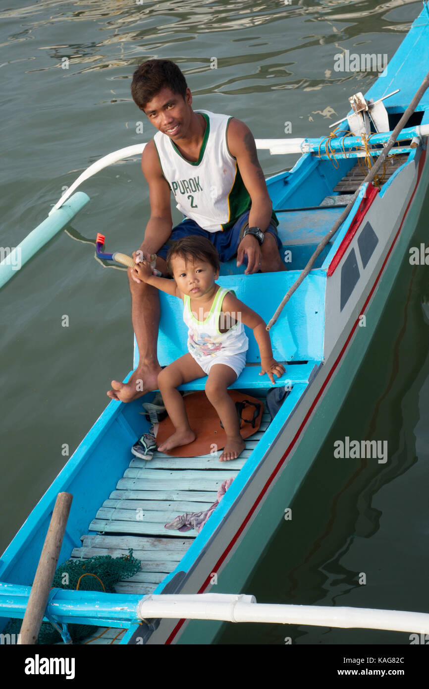 Philippines family - a filipino father and child in their boat, Coron, Busuanga Island, Palawan, Philippines Asia - Stock Image