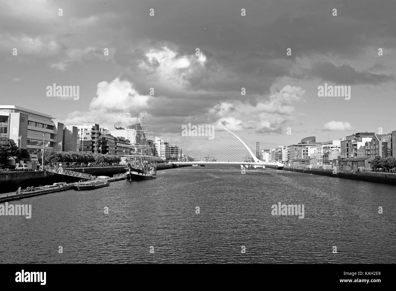 Since 2009 the Samuel Beckett Bridge has crossed the River Liffey connecting Sir John Rogerson's Quay with the - Stock Image