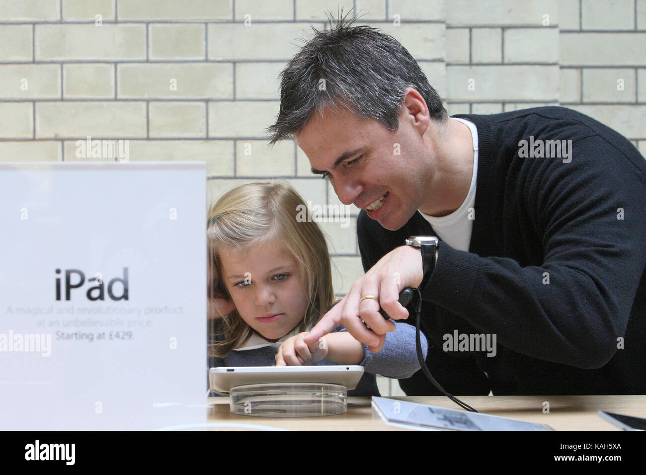 Trying out the iPad at Apples Covent Garden store in London. 07.08.2010. - Stock Image