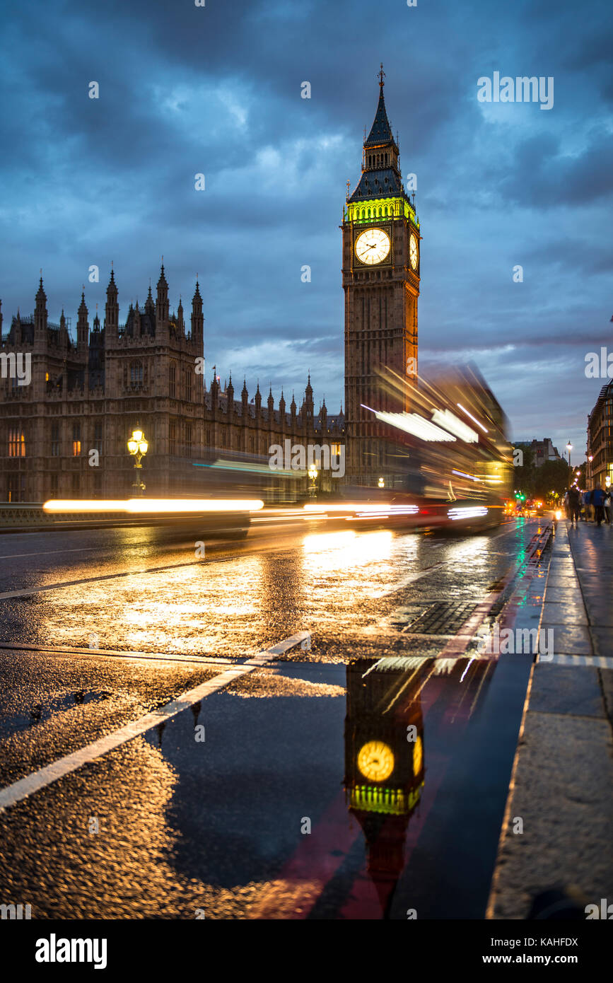Traces of light, Double-decker bus in the evening, Westminster Bridge, Palace of Westminster, Houses of Parliament - Stock Image