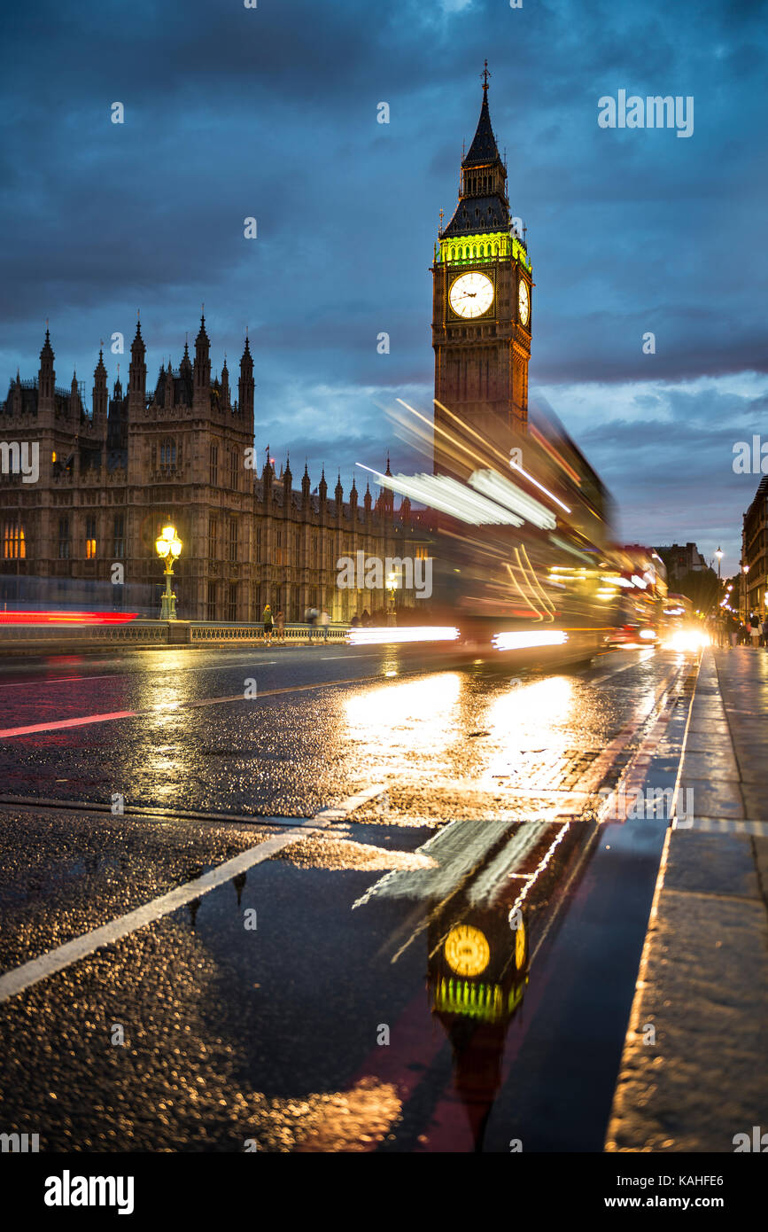Traces of light, Double-decker bus in the evening, Westminster Bridge, Palace of Westminster, Houses of Parliament Stock Photo