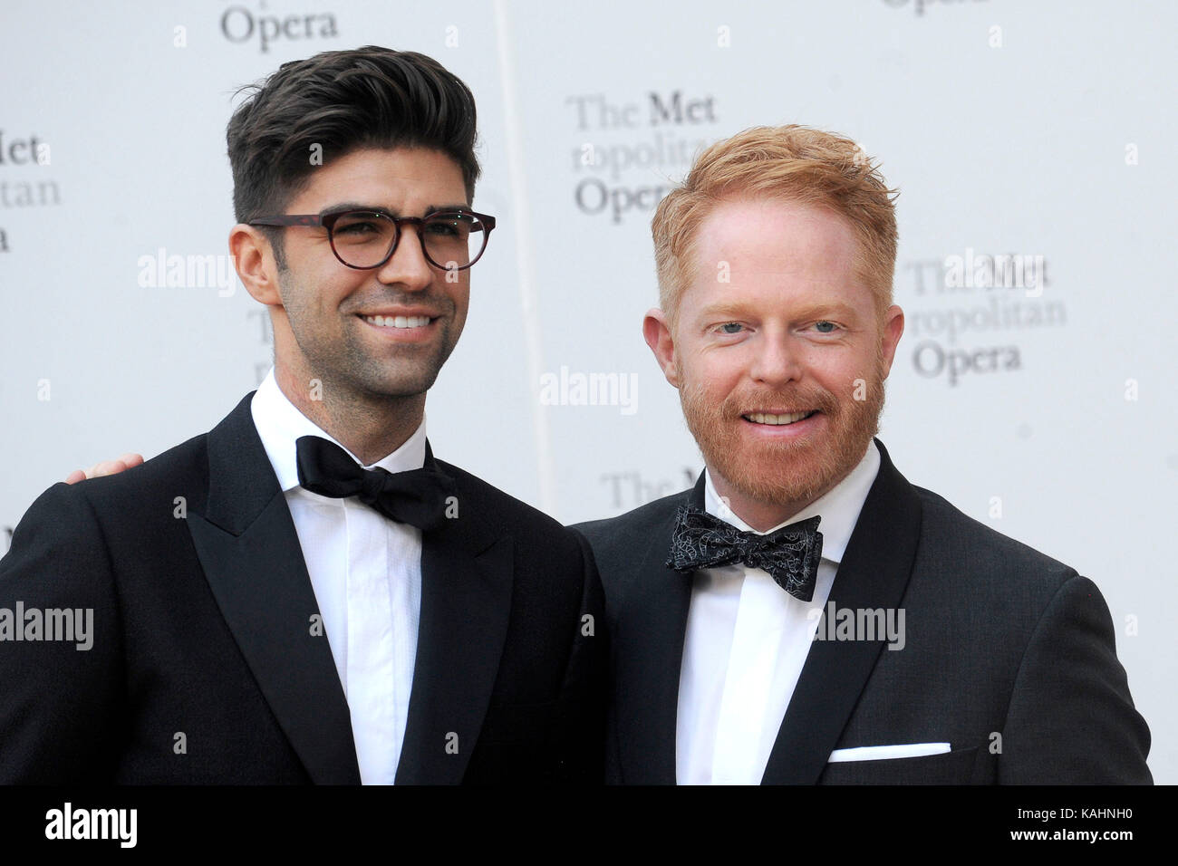 justin mikita and her husband jesse tyler ferguson attend the 2017 stock photo 161429996 alamy. Black Bedroom Furniture Sets. Home Design Ideas