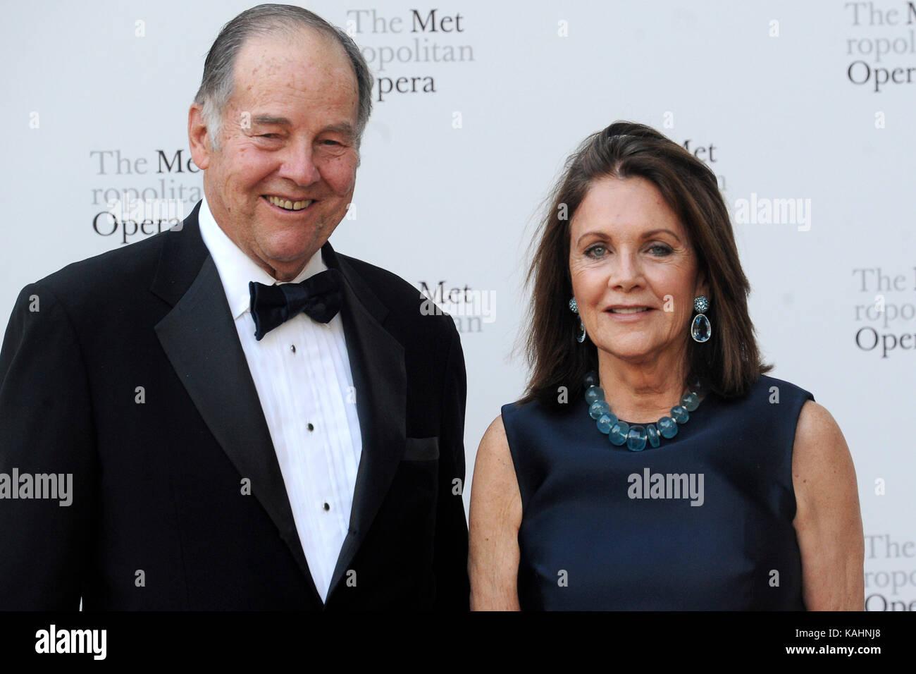 Thomas Kean and Susan Braddock attend the 2017 Metropolitan Opera Opening Night at The Metropolitan Opera House - Stock Image