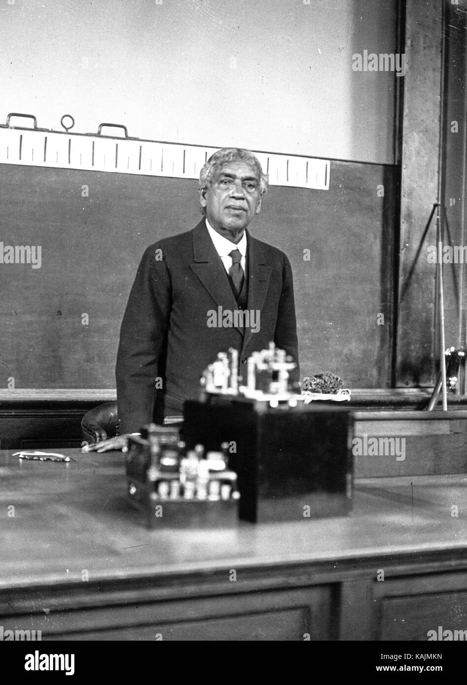JAGADISH CHANDRA BOSE (1858-1937) Begali scientist giving a lecture on the nervous system of plants at the Sorbonne, - Stock Image