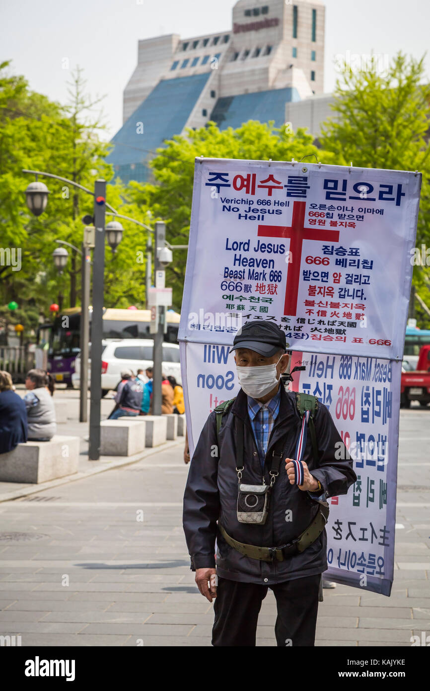 A man carrying a religious placard along Insadong-gil street in the Insadong district of Seoul, south Korea, Asia. - Stock Image