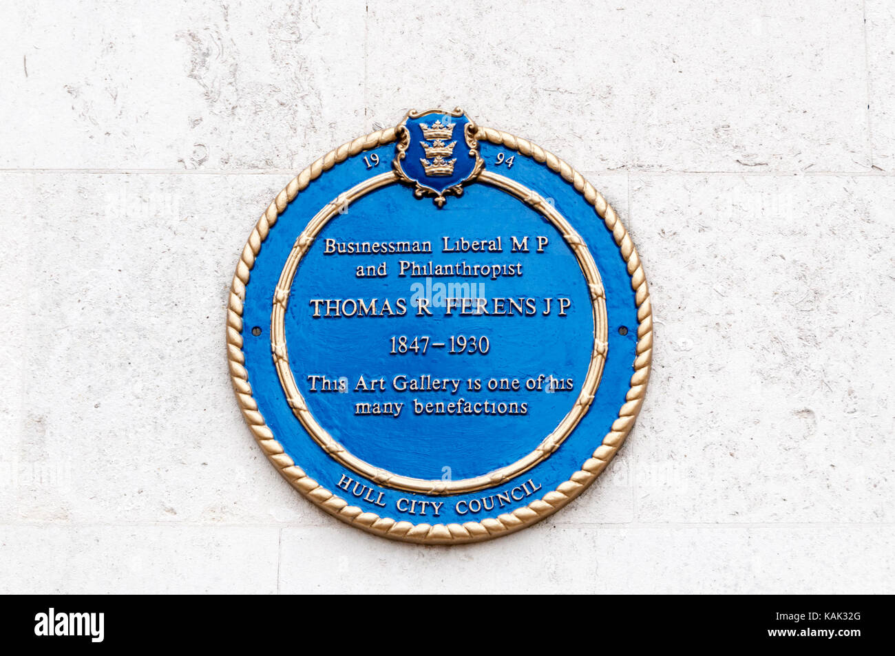 Blue plaque on Ferens Art Gallery in Hull Commemorates Thomas R Ferens. - Stock Image