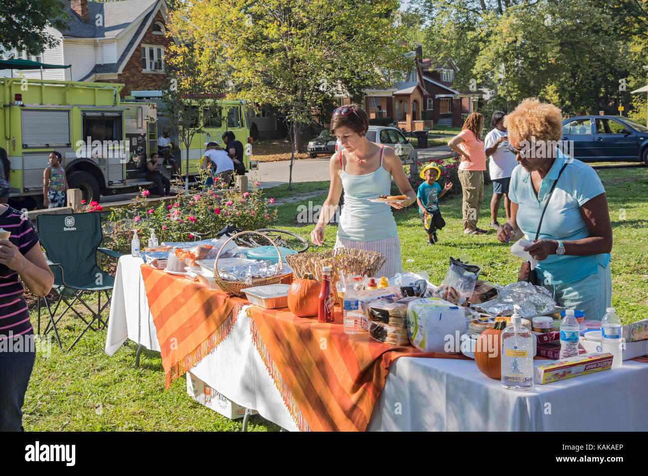 Detroit, Michigan - Neighbors at the food table during a block party in the Morningside neighborhood. - Stock Image