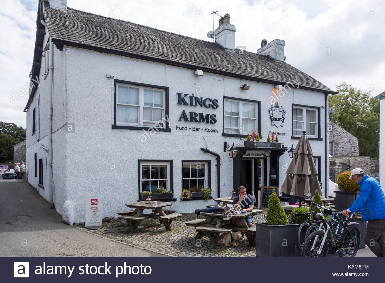 The Kings Arms Hotel in Cartmel village in Cumbria on the Bay Cycleway - Stock Image