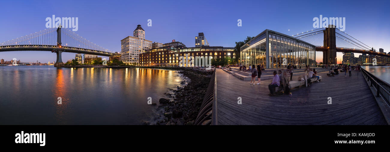 Panoramic night view of the newly renovated Brooklyn waterfront between the Manhattan Bridge and Brooklyn Bridge. - Stock Image
