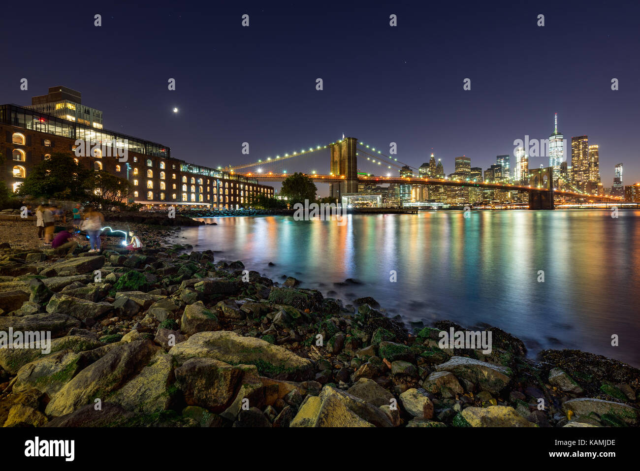 Evening in Main Street Park with view on the Financial District of Manhattan and the newly renovated Brooklyn waterfront. Dumbo, Brooklyn, New York Ci Stock Photo