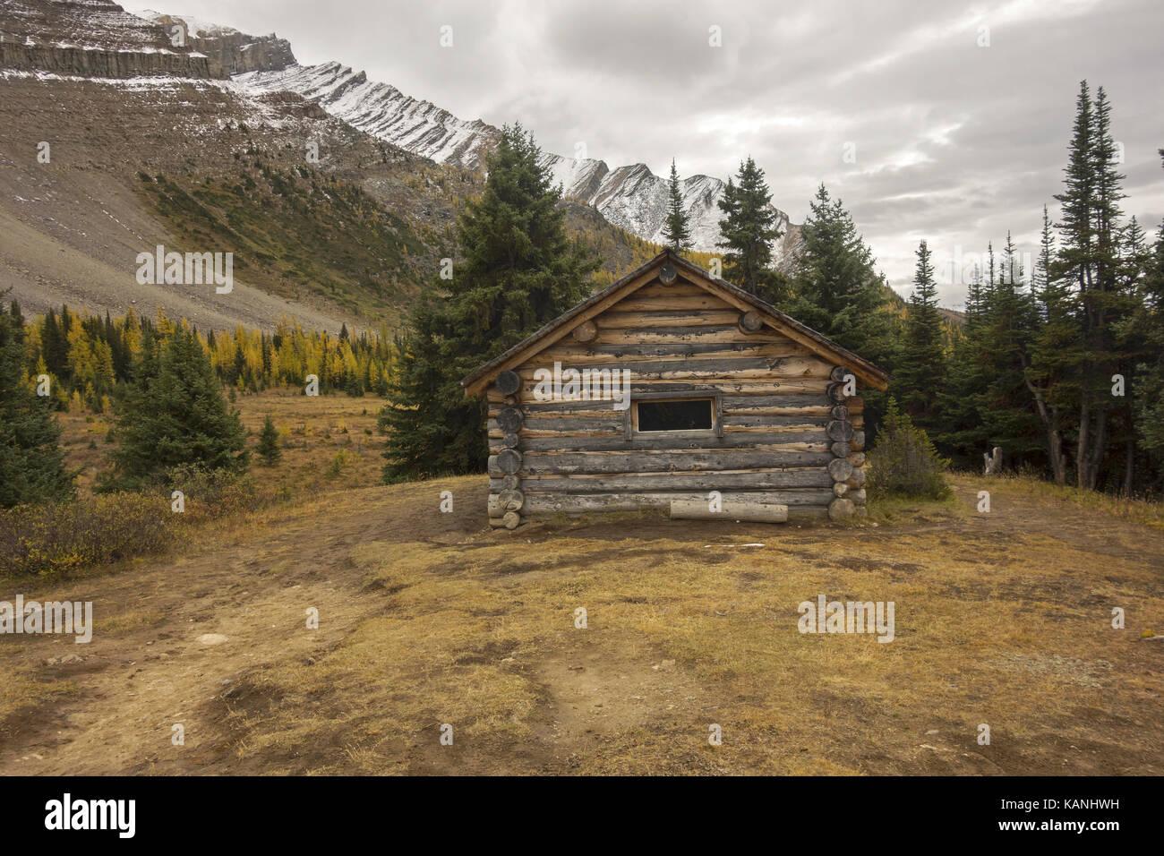 Halfway Hut, vintage landmark log cabin on great hiking