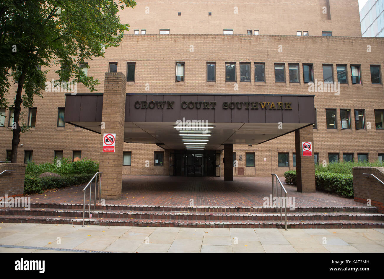 Southwark Crown Court General View GV, 1 English Grounds, London SE1 2HU - Stock Image