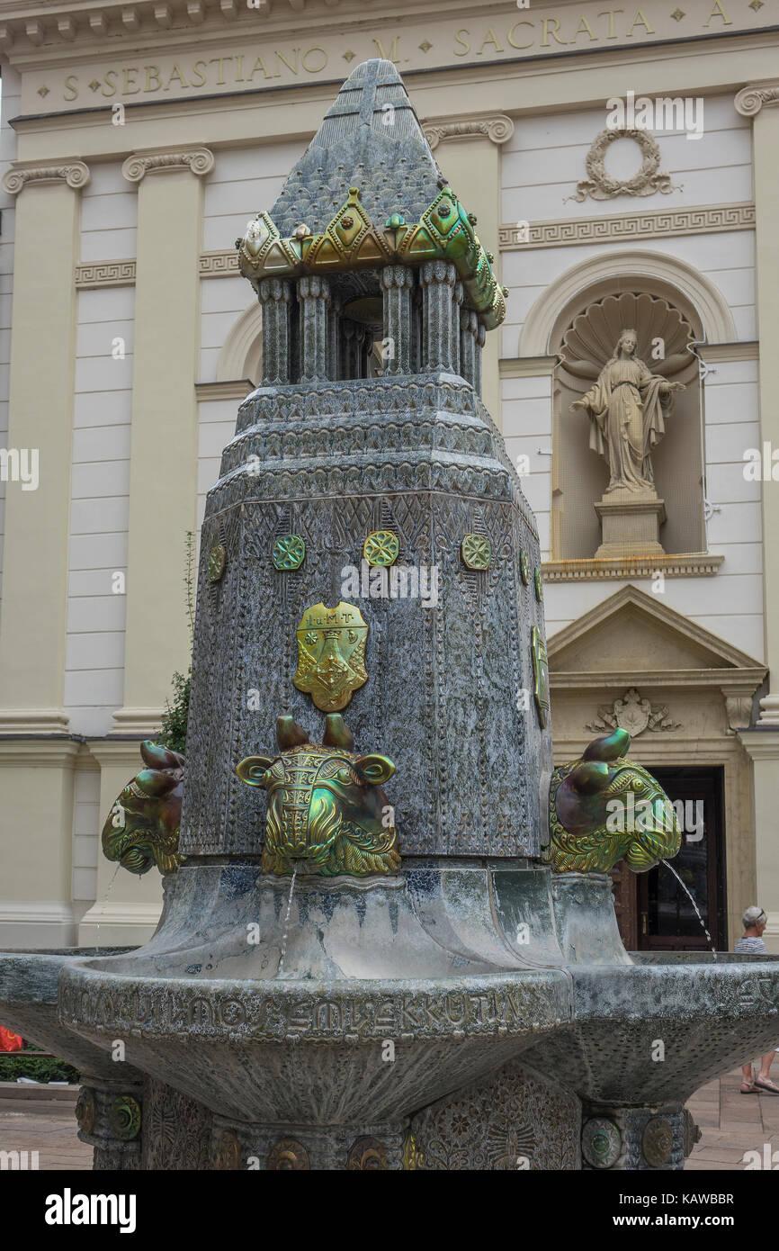 Hungaru, Pecs, Szechenyi square, Zsolnay fountain - Stock Image