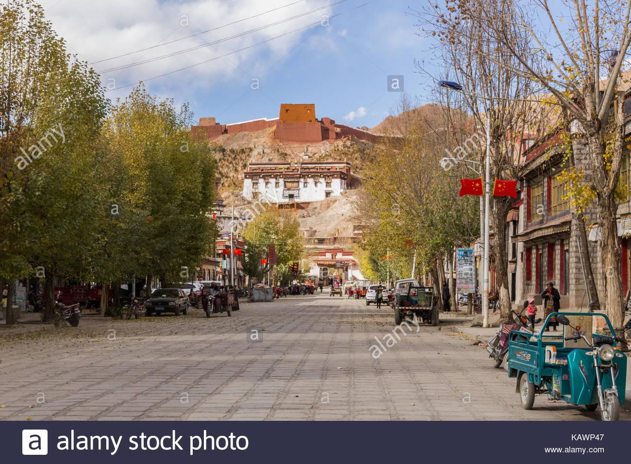 Gyantse road leading to Palcho Monastery Tibet - Stock Image