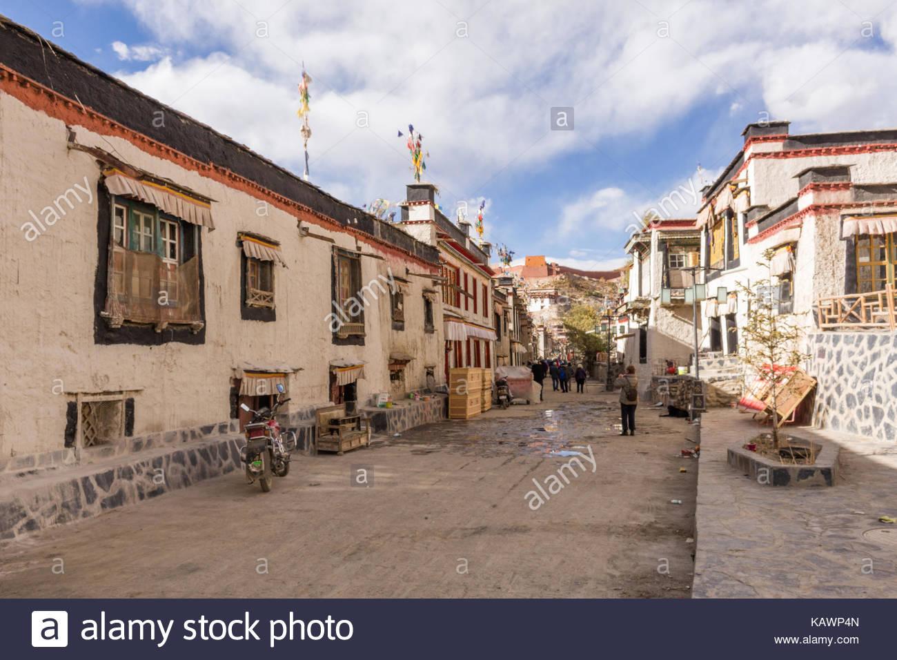 Gyantse Town sidestreet - Stock Image