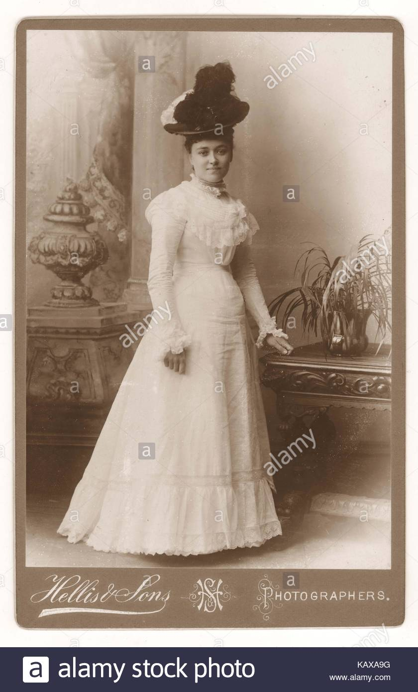 Cabinet card of fashionable, elegant, attractive beautiful Victorian young lady wearing a hat, summer white dress Stock Photo