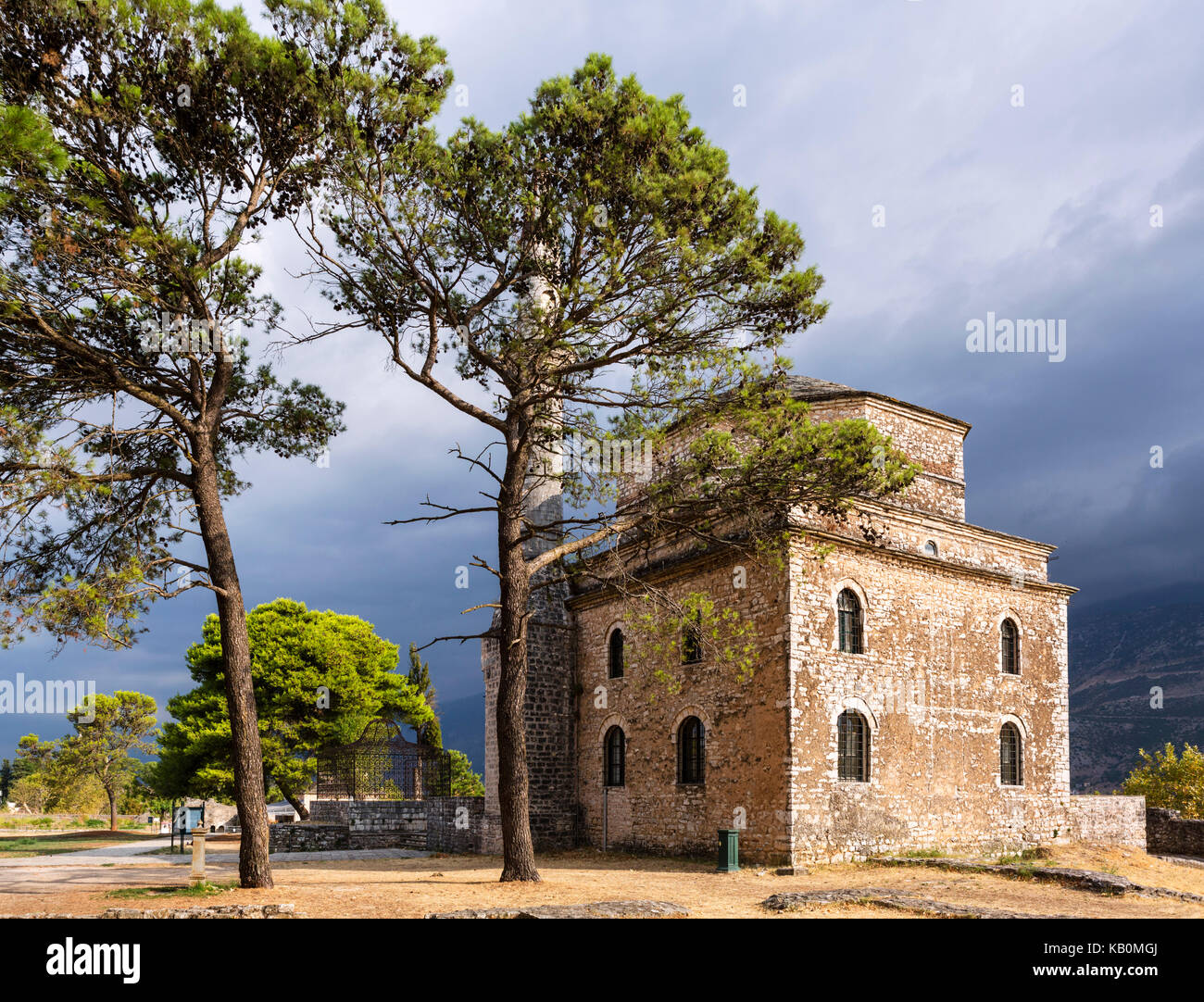 The Fethiye Mosque (Fetiyie Mosque) with the grave of Ali Pasha to the left, Inner Citadel, Ioannina, Epirus, Greece - Stock Image