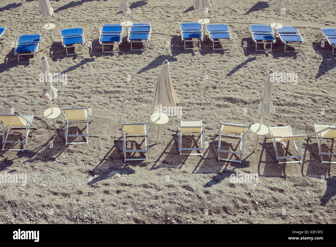 high angle view of a beach with sunbeds and sunshades - Stock Image