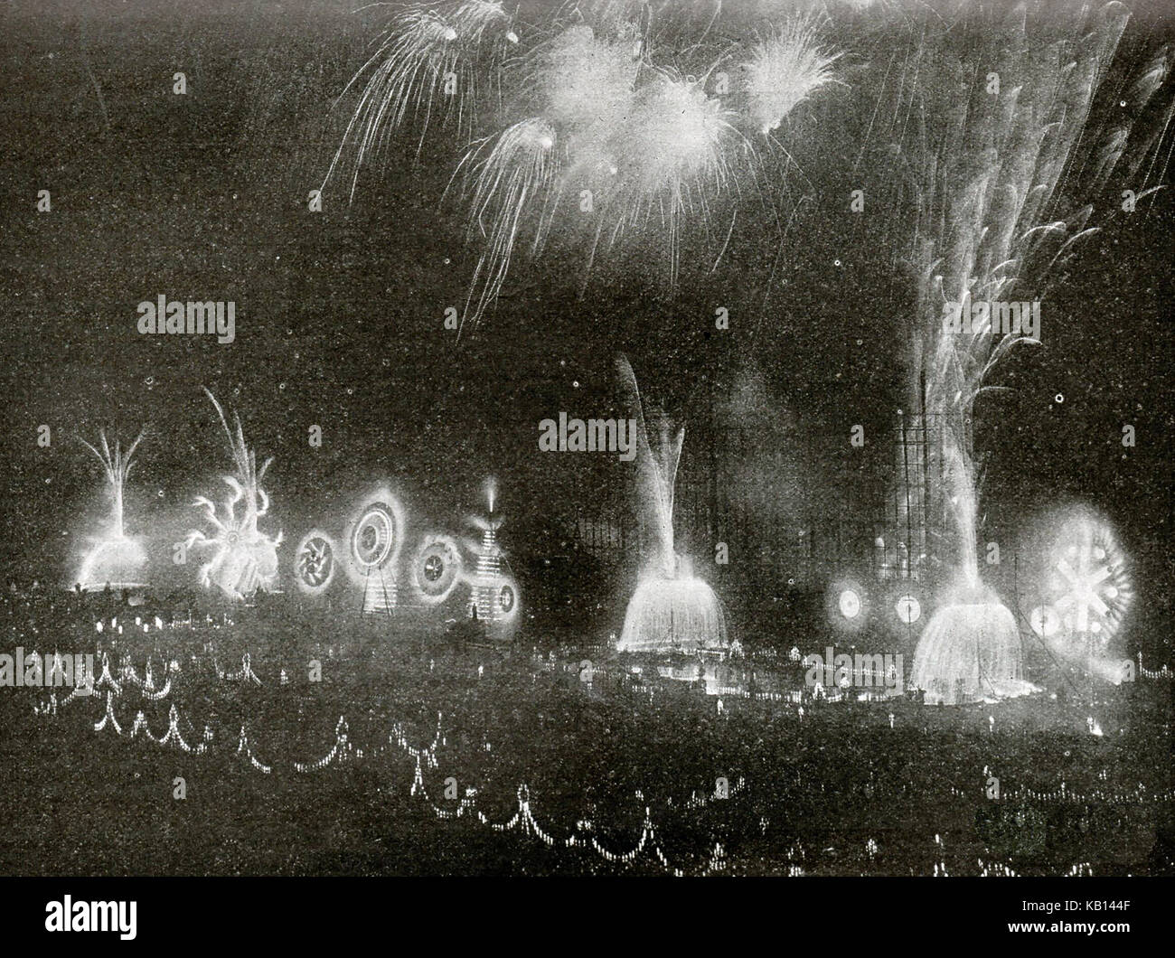 1902  A Brock's 'Benefit' firework display in London(benefits were free public displays such as those - Stock Image