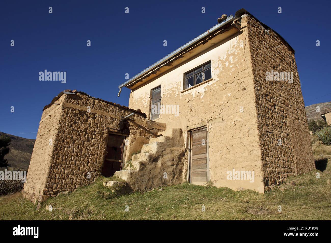 Bolivia, Titicacasee, Copacabana, Adobehaus, - Stock Image