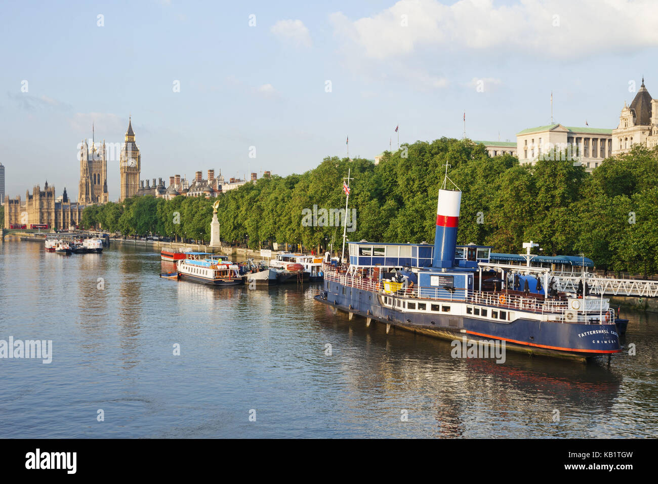 England, London, Victoria rampart, the Thames, ships, - Stock Image