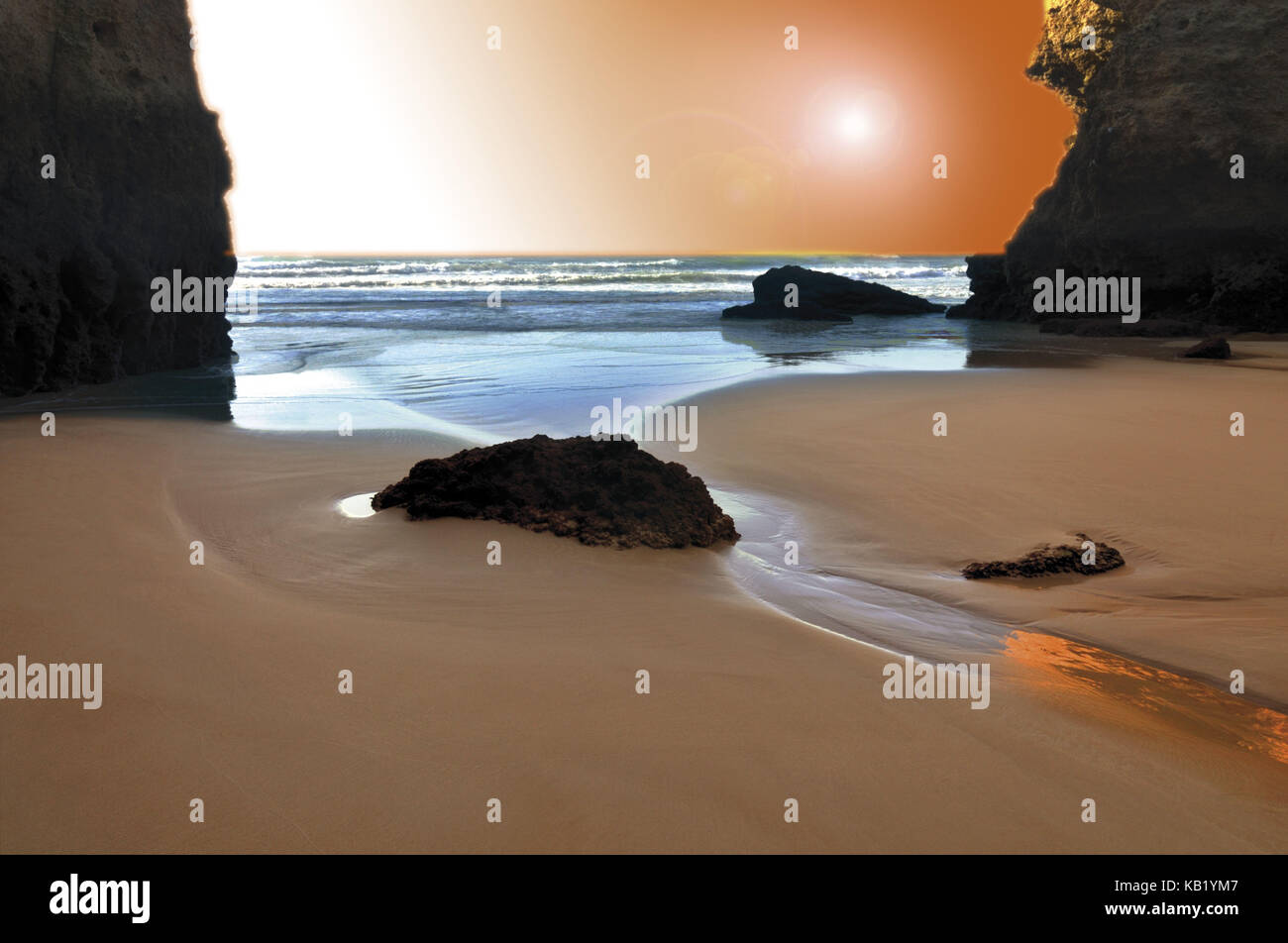 Portugal, Algarve, evening mood on the beach Prainha, - Stock Image