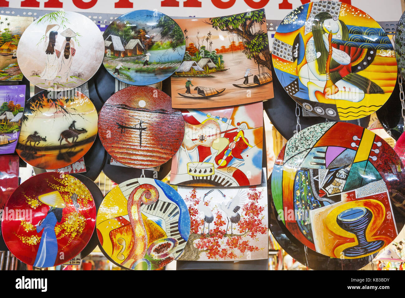 Vietnam, Ho Chi Minh Stadt, Ben Thanh Market, souvenir, sales of painted plates, - Stock Image