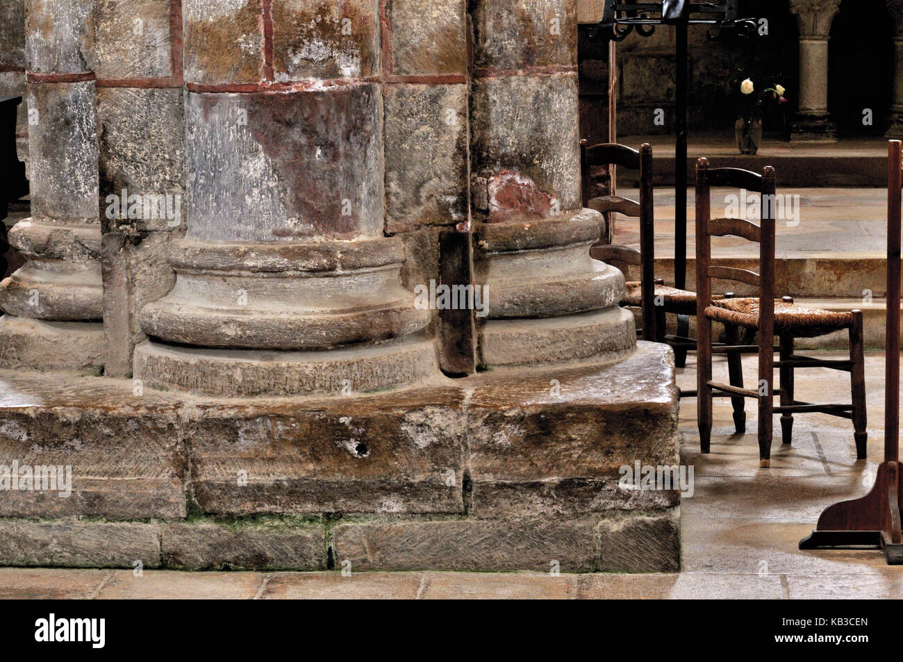 France, Midi-Pyrénées, detail of a Romanesque pillar in the abbey church St. Foy in Conques, - Stock Image