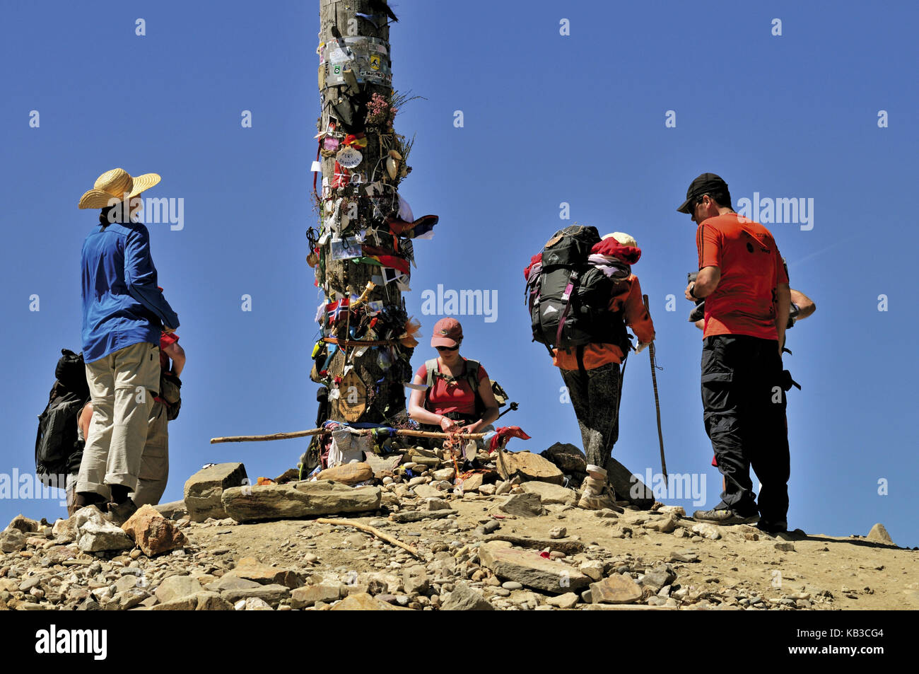Spain, Way of St. James, jacobean pilgrim on the iron cross of Monte Irago, - Stock Image