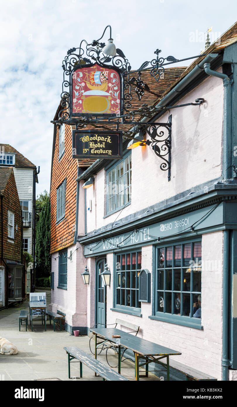 Exterior and sign for the historic fifteenth century Woolpack Hotel, Tenderden, Kent, south-east England, UK - Stock Image