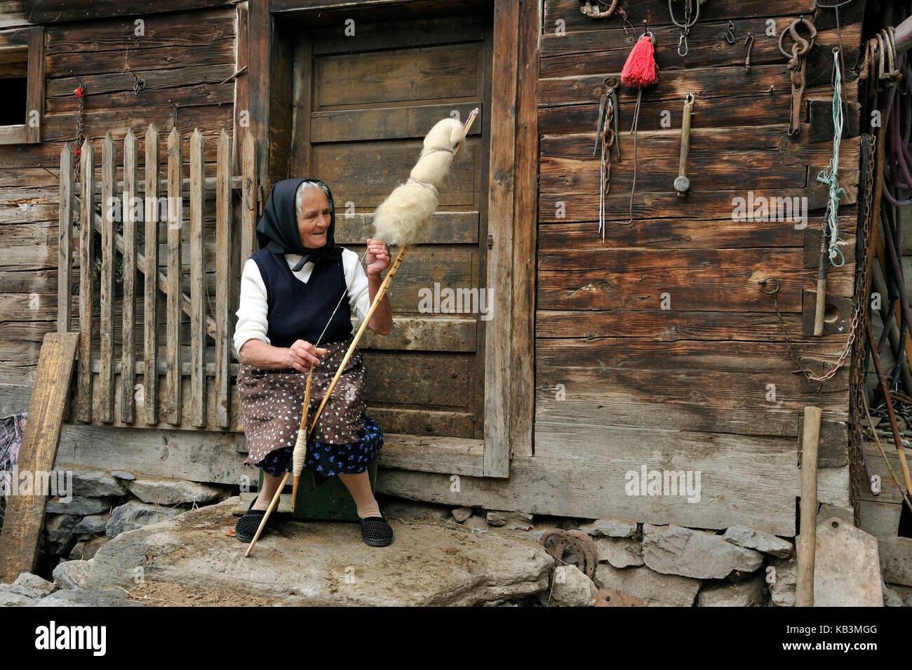 Romania, Transylvania, Carpathians mountains, Munti Apuseni, the land of Moti, Aries Valley, Patrahitesti, Mrs. - Stock Image