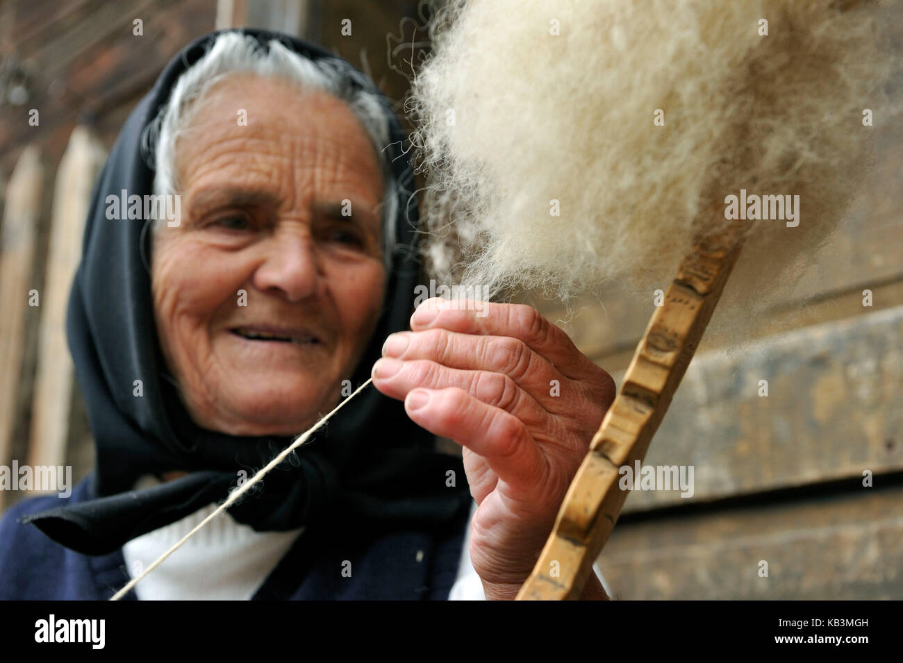 Romania, Transylvania, Carpathians mountains, Munti Apuseni, the land of Moti, Aries Valley, Patrahitesti, Mrs. - Stock Image