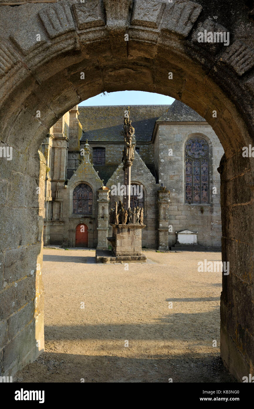 France, Finistere, stop on the Way of St James, St Thegonnec, parish enclosure and calvary - Stock Image