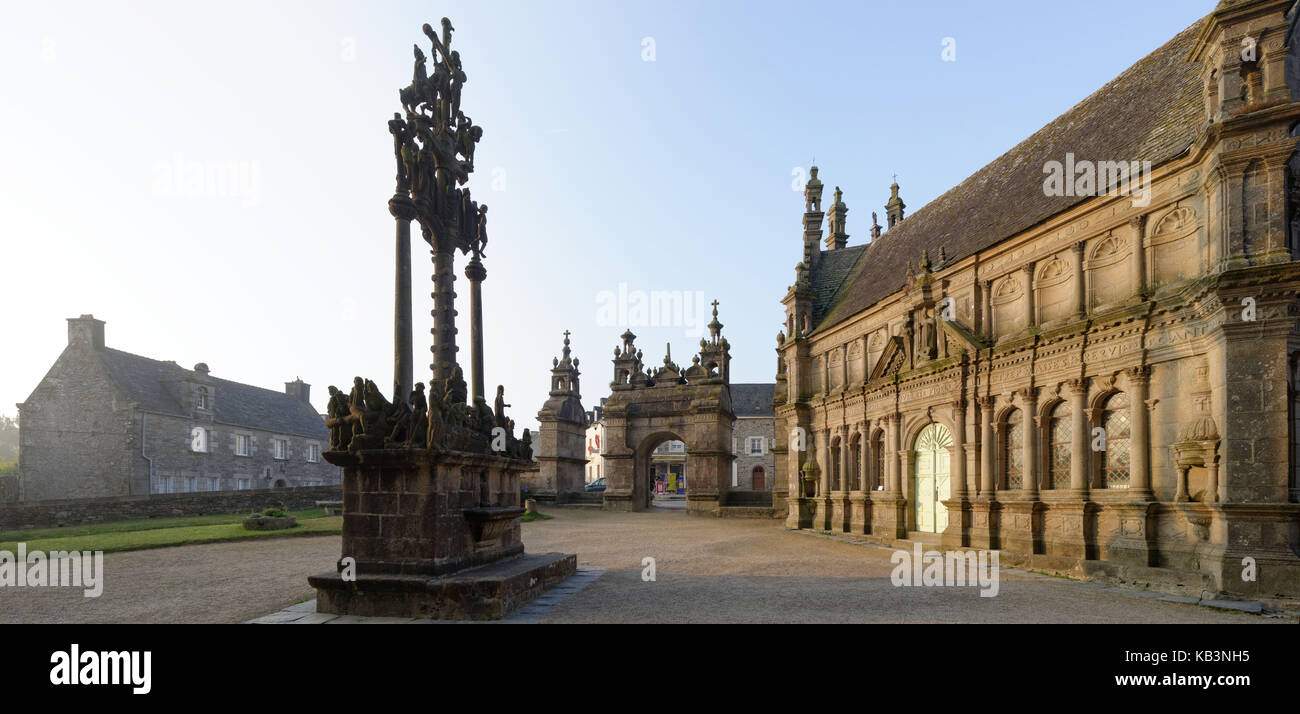 France, Finistere, stop on the Way of St James, St Thegonnec, parish enclosure, the ossuary and the calvary - Stock Image