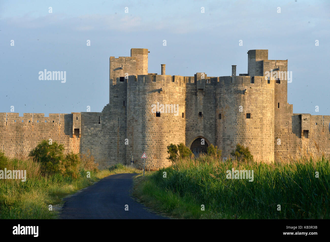 France, Gard, Aigues-Mortes, medieval city, ramparts and fortifications surrounded the city, fortified gate - Stock Image