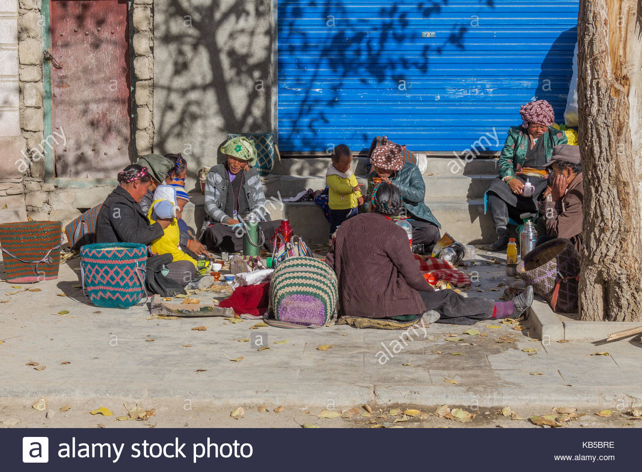 Friends and Family gather outside the Pelkhor Chode Monastery in Tibet - Stock Image