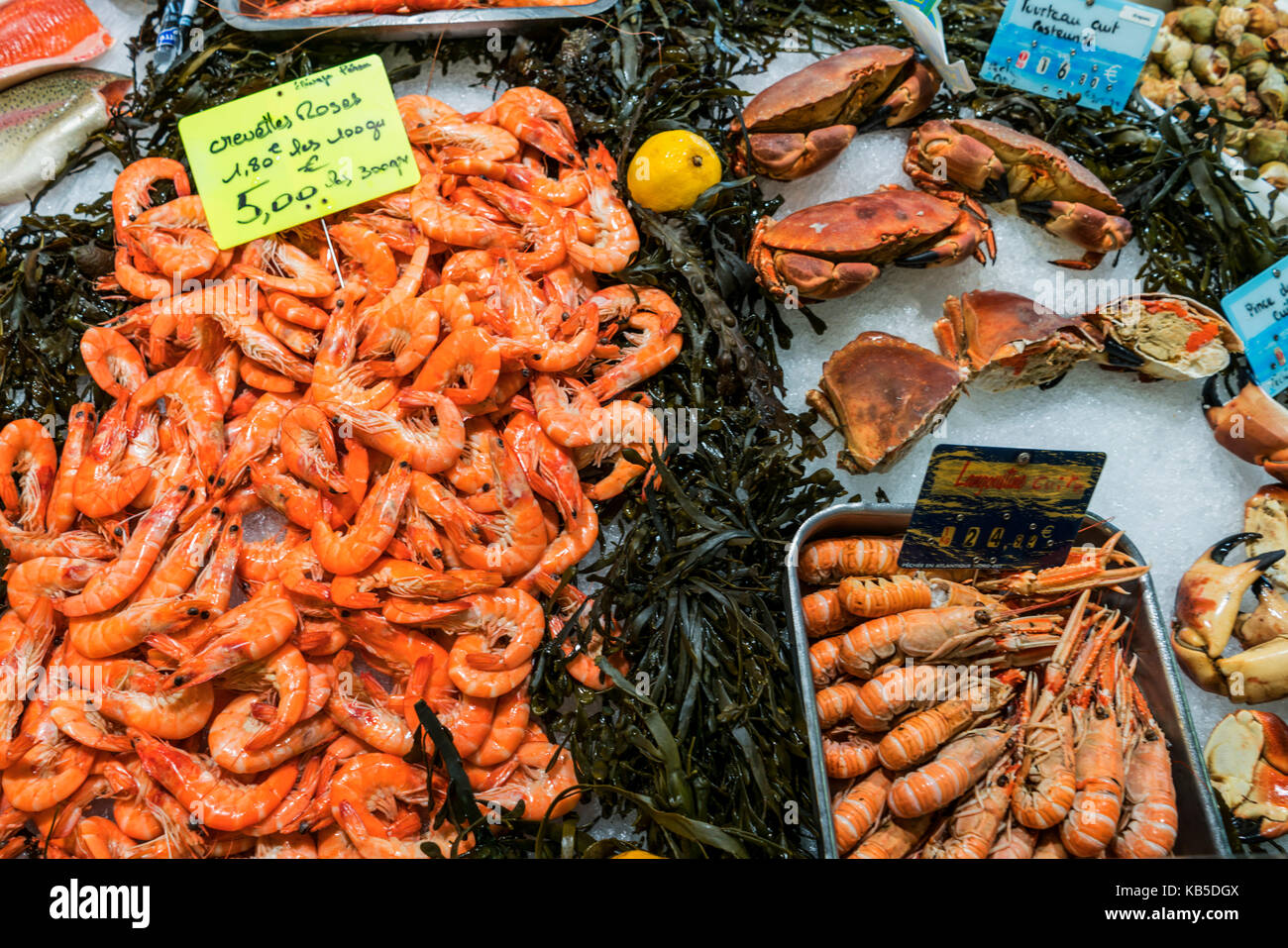 crabs, shrimps, fish, Marche de Capucins, Bordeaux, France - Stock Image