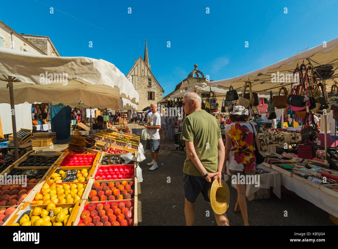 Busy Place Gambetta and the popular Thursday market in this south western historic bastide town, Eymet, Dordogne, - Stock Image