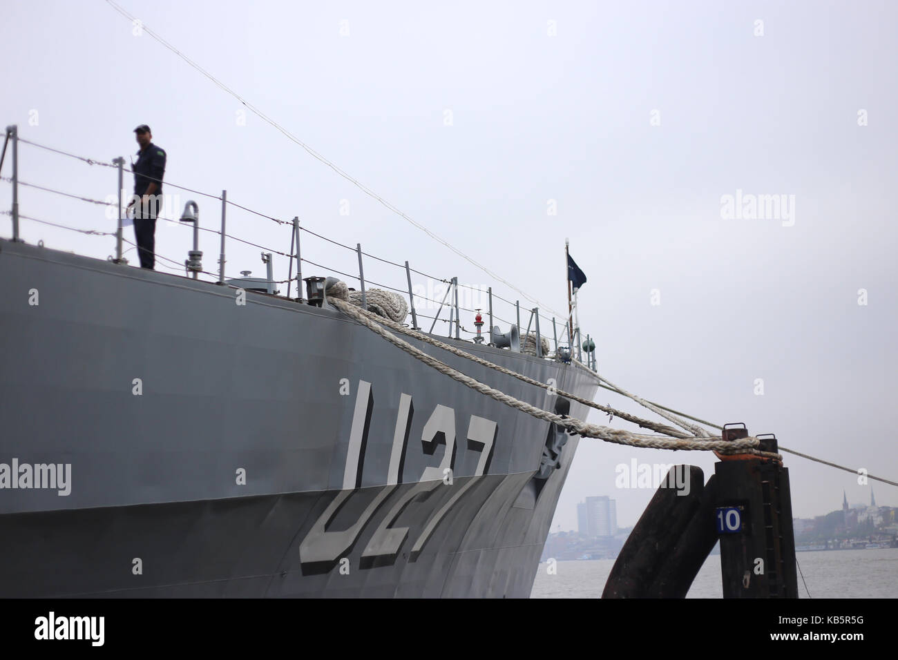 Brazilian training vvessel 'Navio Escola Brasil' anchors at a pier in Hamburg harbour, Germany, 28 September 2017. Stock Photo