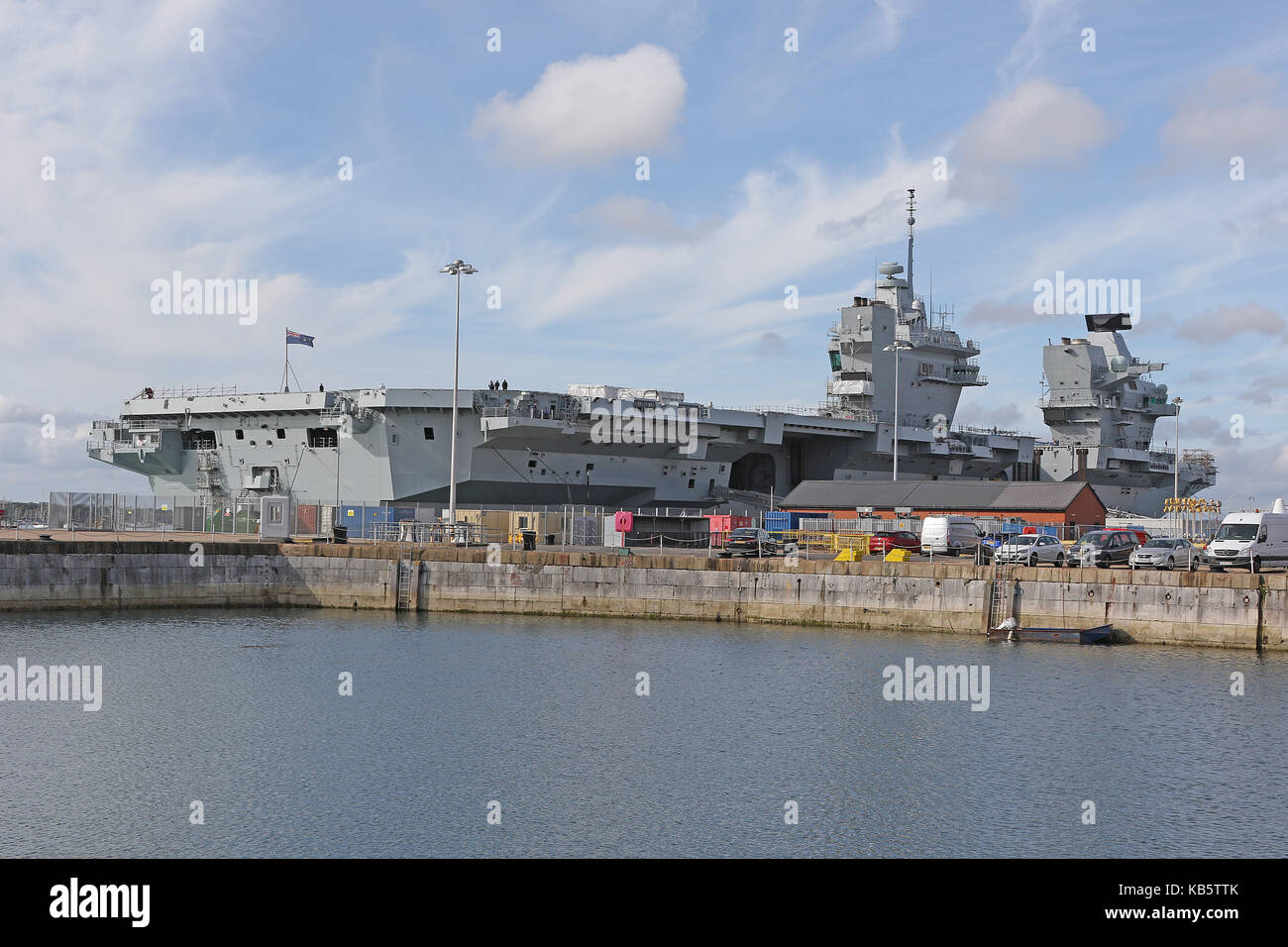 Portsmouth, UK. 28th Sep, 2017. HMS Queen Elizabeth (R08) is the Royal Navy's newest and largest warship (70,600 - Stock Image