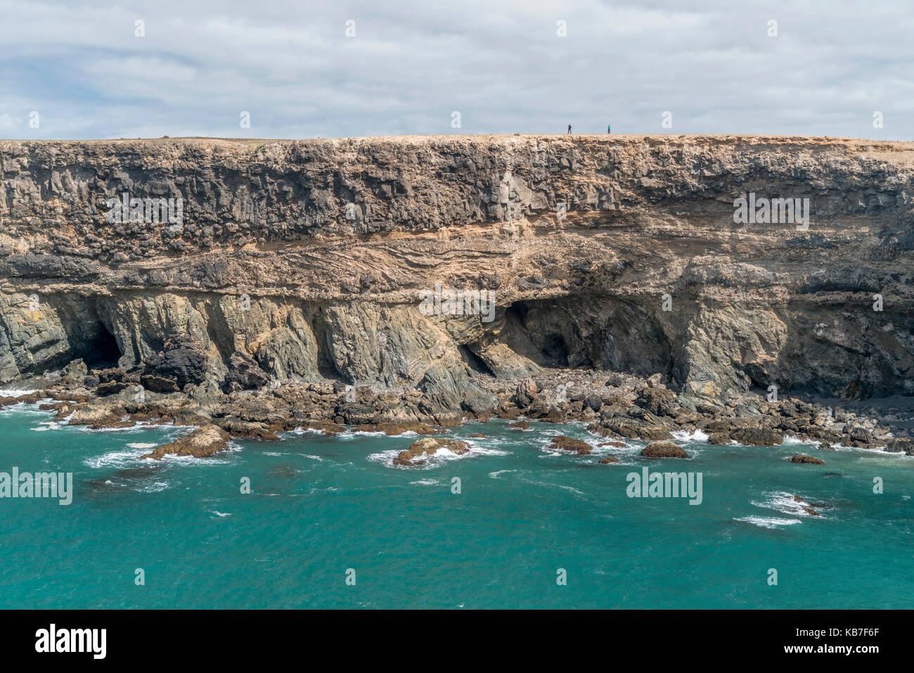 Piratenhöhlen in der Caleta negra, der schwarzen Bucht bei Ajuy, Kanarische Inseln, Spanien     pirate caves - Stock Image