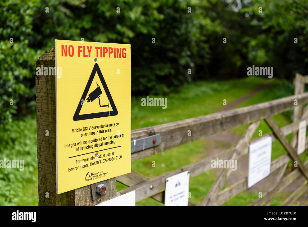 Sign at a public park warning visitors against fly tipping, and the presence of CCTV cameras to detect illegal dumping - Stock Image