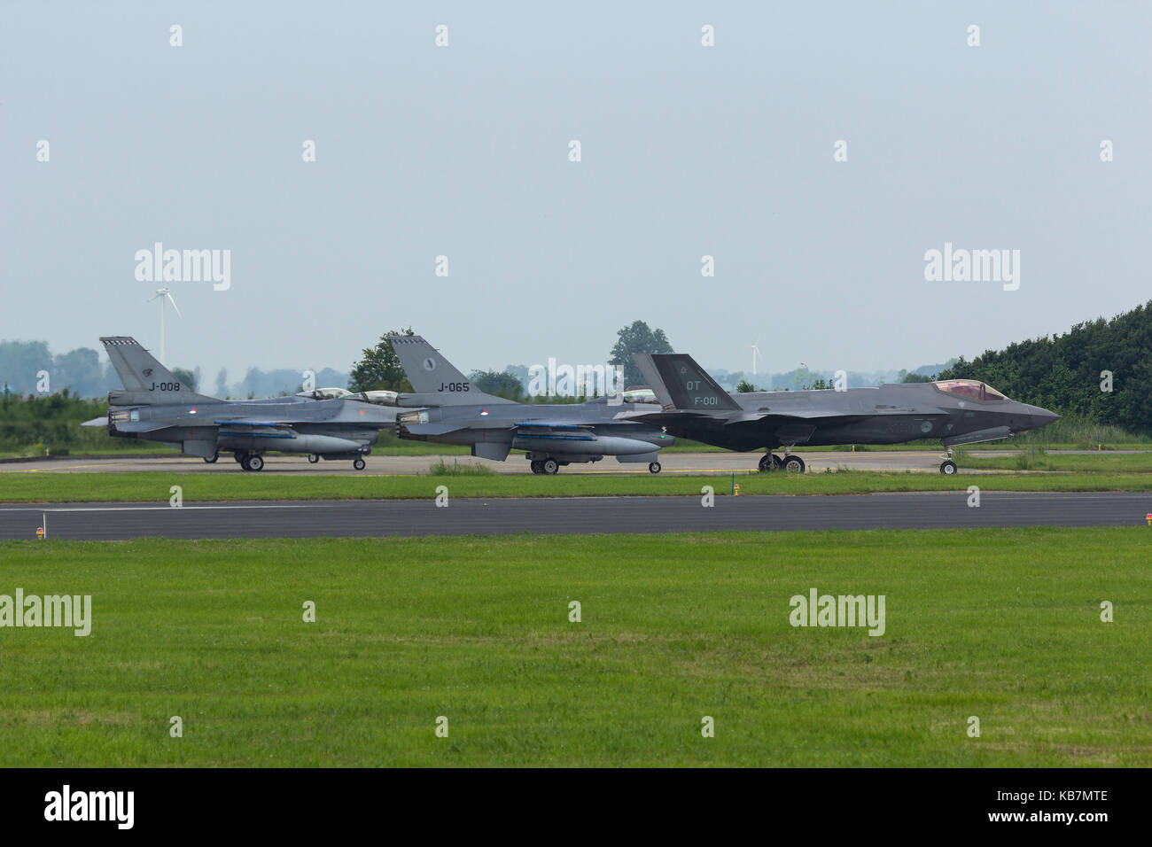 F-35 and four F-16's of the RNLAF preparing for a mission - Stock Image