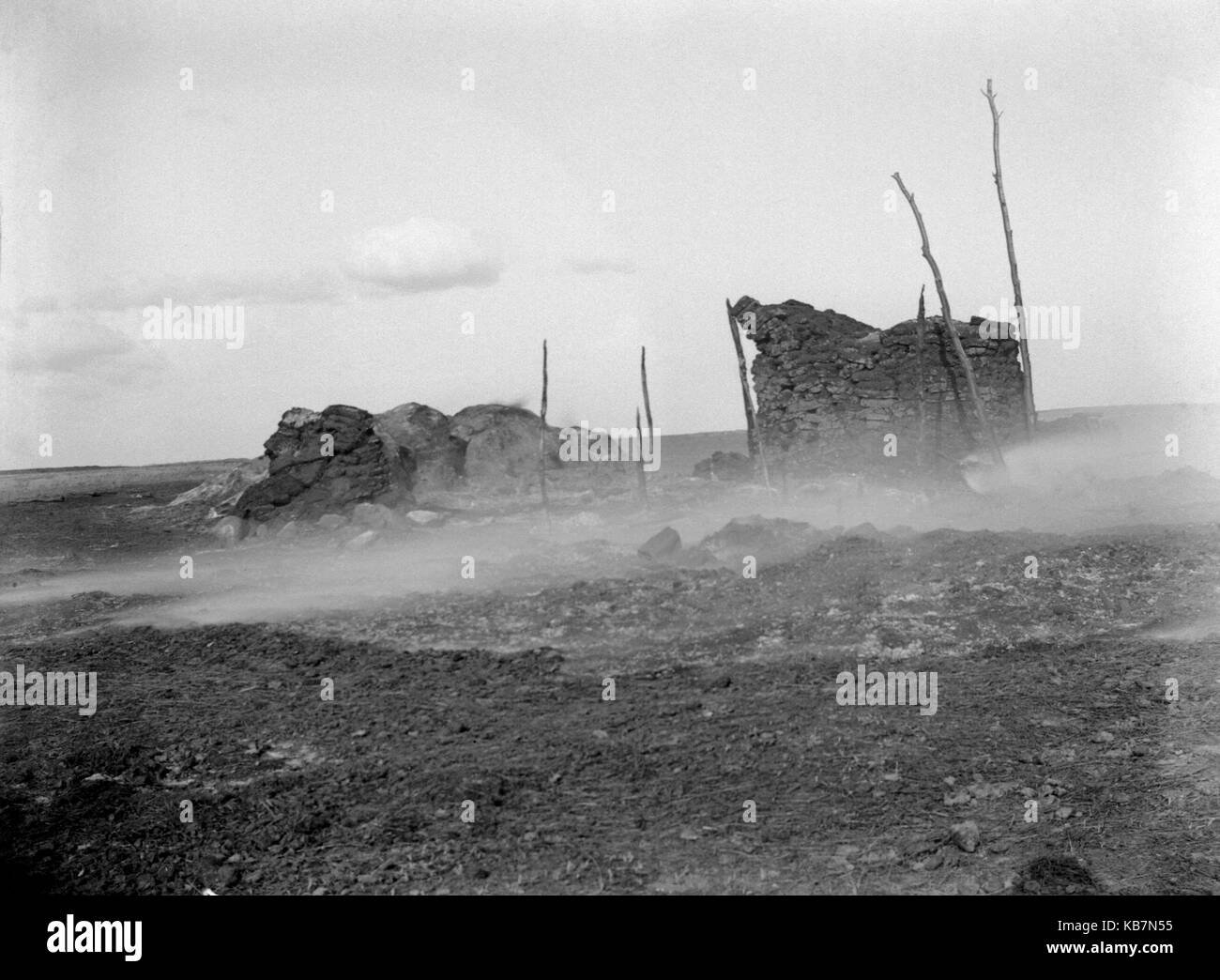 AJAXNETPHOTO. 1903. CANADA, EXACT LOCATION UNKNOWN. - ANNOTATION ON GLASS PLATE ' BURNING STABLE'.PHOTOGRAPHER:UNKNOWN© - Stock Image