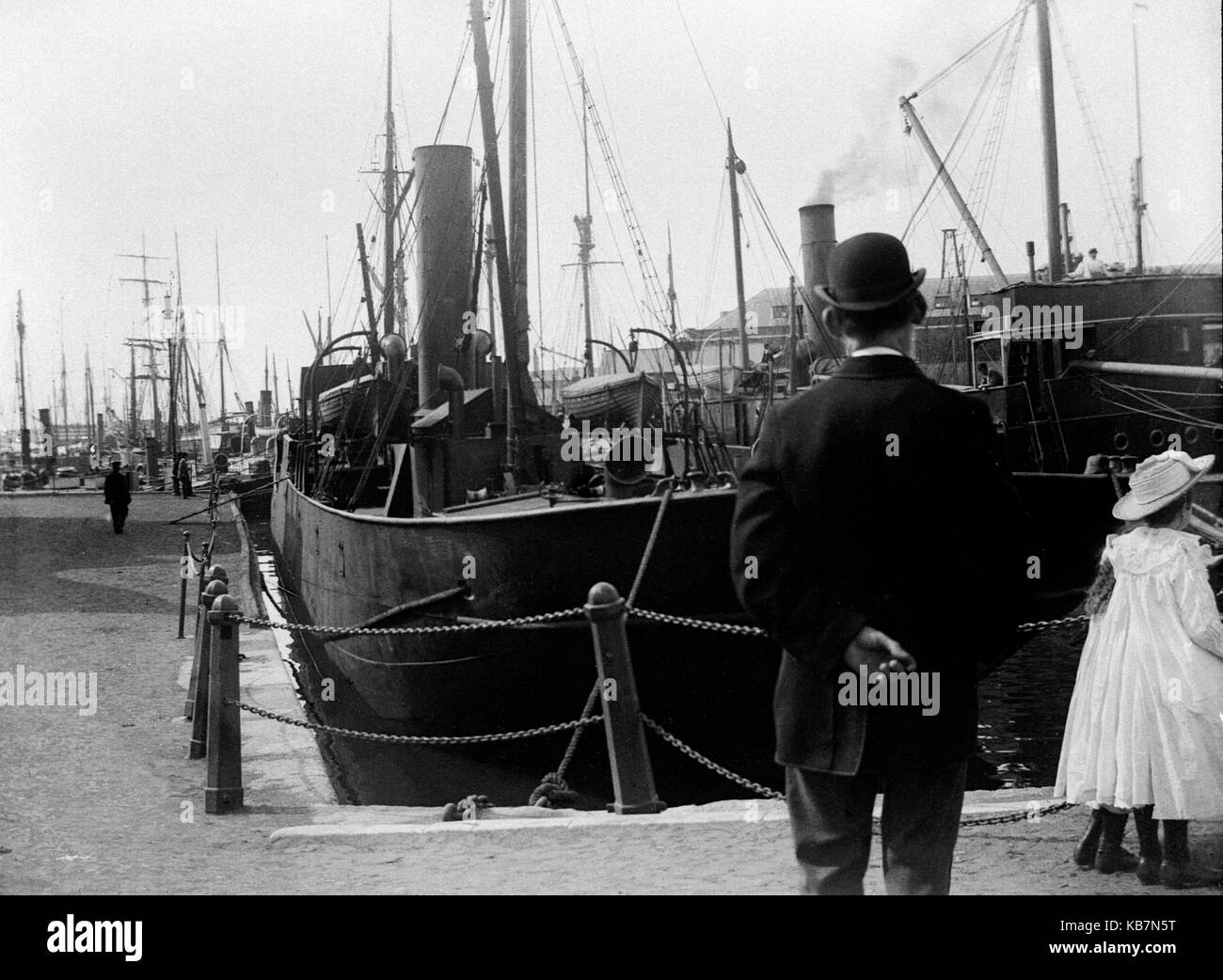 AJAXNETPHOTO. 1903. PORTSMOUTH, ENGLAND. - SHIPS MOORED IN CAMBER DOCK, OLD PORTSMOUTH.PHOTOGRAPHER:UNKNOWN© - Stock Image