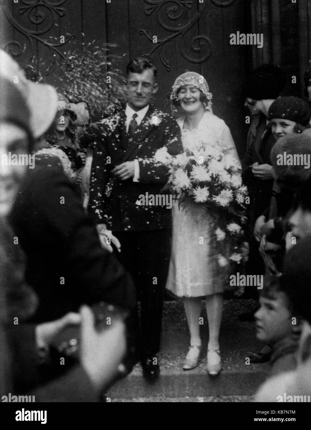 AJAXNETPHOTO. 1910-1920 (APPROX). LOCATION UNKNOWN. - COUPLE JUST MARRIED.PHOTOGRAPHER:UNKNOWN© DIGITAL IMAGE - Stock Image