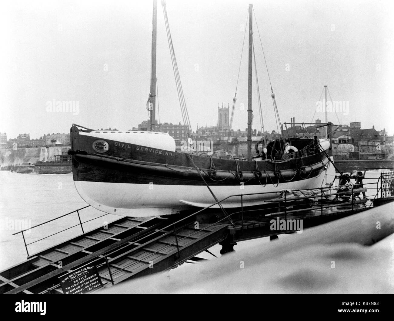 AJAXNETPHOTO. 1903. MARGATE, ENGLAND. - READY TO LAUNCH - CIVIL SERVICE NR 1 LIFEBOAT (ON 415) ON THE STATION 2 - Stock Image