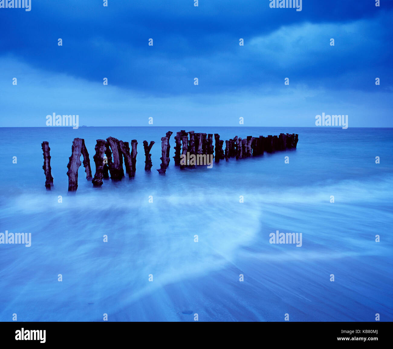 France. Brittany. Saint-Malo. View of the sea with rustic groynes. - Stock Image