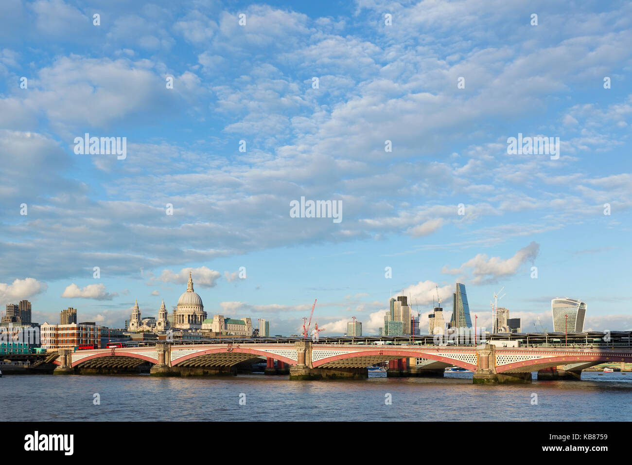 LONDON - SEPTEMBER 2017; The Thames river with the London skyline. - Stock Image